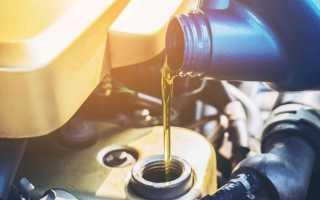 Какое количество масла заливается в двигатель