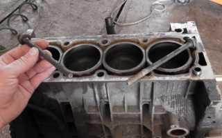 Как открутить сломанный болт из двигателя